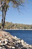 Orilla de la punta de flecha del lago Foto de archivo libre de regalías