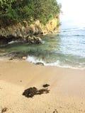 Orilla de mar blanca de la arena Fotos de archivo