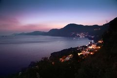 Orilla de mar de la puesta del sol fotos de archivo libres de regalías