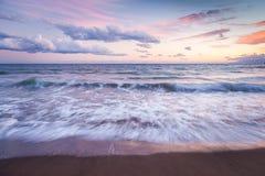 Orilla de mar de la puesta del sol Foto de archivo libre de regalías