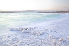 Orilla de mar muerta Foto de archivo libre de regalías
