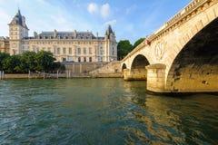Orilla de río Sena en París fotografía de archivo