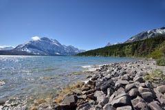 Orilla de St Mary Lake en Parque Nacional Glacier Foto de archivo libre de regalías
