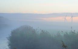 Orilla de un lago en la salida del sol Foto de archivo