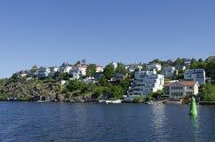 Orilla del agua sueca Bromma de vivienda Fotos de archivo libres de regalías