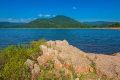 Orilla del lago Burudih a apuntalar Fotos de archivo