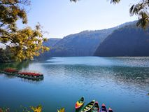Orilla del lago de visita turístico de excursión de Pokhara fotos de archivo libres de regalías