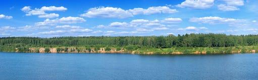 Orilla del lago del verano panorámica Fotografía de archivo