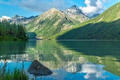 Orilla del lago Kucherla Fotos de archivo libres de regalías