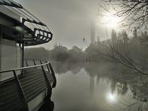 Orilla del lago misteriosa Foto de archivo