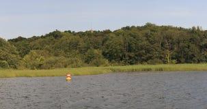 Orilla del lago del lago schwerin almacen de metraje de vídeo