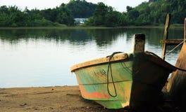 Orilla del lago small Boat Foto de archivo
