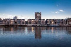 Orilla del mar de Chelsea, muelle de la plantación por el río Támesis Fotos de archivo