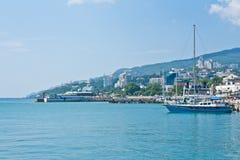 Orilla del mar de Yalta Imagen de archivo libre de regalías
