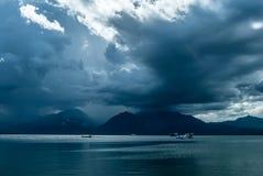 Orilla del mar en Puerta Princessa, isla de Palawan, Filipinas Foto de archivo