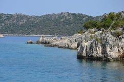 Orilla del mar Mediterráneo Imágenes de archivo libres de regalías