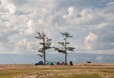 Orilla del pueblo de Khuzhir en el lago Baikal Fotografía de archivo libre de regalías