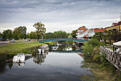 Orilla del río de la ciudad de Kungsbacka Fotos de archivo
