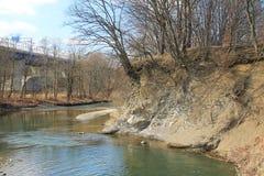 Orilla del río minada fotografía de archivo