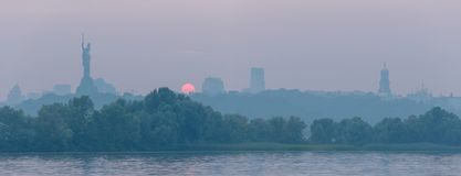 Orilla derecha en el río de Dnieper en la ciudad de Kiev Horizonte de Kiev Fotografía de archivo libre de regalías
