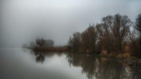 Orilla en niebla Fotografía de archivo