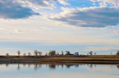 Orilla lejana del lago fotografía de archivo libre de regalías