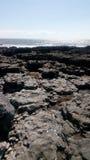 Orilla rocosa de la playa Imágenes de archivo libres de regalías