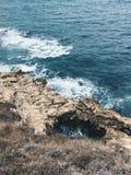 Orilla rocosa del mar imagen de archivo libre de regalías