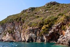 Orilla rocosa - isla de Zakynthos Fotos de archivo libres de regalías