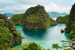 Orilla tropical en el coron, Filipinas Imagenes de archivo