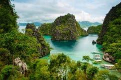 Orilla tropical en el coron, Filipinas Fotos de archivo