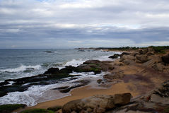 Orilla y ondas de mar Fotografía de archivo libre de regalías