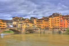 Orillas de Ponte Vecchio y de Florencia Imagenes de archivo