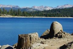 A orillas del lago, California Foto de archivo