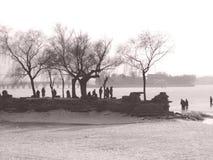 A orillas del lago en China fotografía de archivo