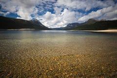 Orillas del lago Gjevilvatnet, montañas de Trollheimen, Noruega fotografía de archivo libre de regalías