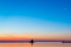 A orillas del lago salida del sol Imagen de archivo
