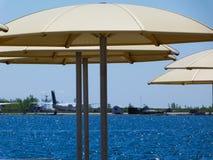 A orillas del lago vista del aeropuerto de la isla en Toronto fotos de archivo libres de regalías