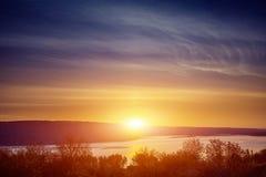Orillas del río en puesta del sol Imágenes de archivo libres de regalías