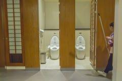 Orinali in toilette immagine stock libera da diritti