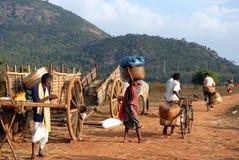 Orissas Stammes- Leute am wöchentlichen Markt Stockbild