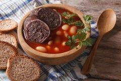 Orizzontale delizioso del primo piano di asturiana di Fabada della zuppa di fagioli immagini stock