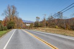 Orizzontale della strada principale del paese Fotografie Stock