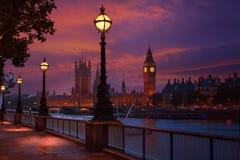 Orizzonte Bigben e Tamigi di tramonto di Londra immagini stock