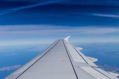 Orizzonte blu con le nuvole molli fotografia stock libera da diritti