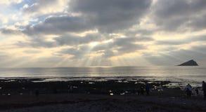 Orizzonte celeste sopra la spiaggia di Devon fotografia stock