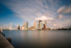 Orizzonte con il ponte di ERASMUS, Paesi Bassi della città di Rotterdam immagine stock