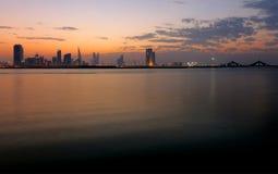 Orizzonte del Bahrain al tramonto Fotografia Stock