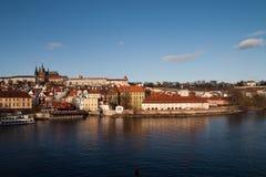 Orizzonte del castello di Prag immagini stock