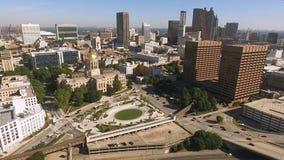 Orizzonte del centro della città di Atlanta Georgia Rush Hour Traffic Dusk stock footage